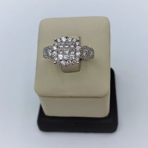 14k White Gold Lady's Ring with 1ct Round Cut Diam